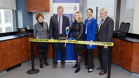 CQ9电子游戏 普罗维登斯 administration at the Criminal Justice Lab ribbon cutting ceremony