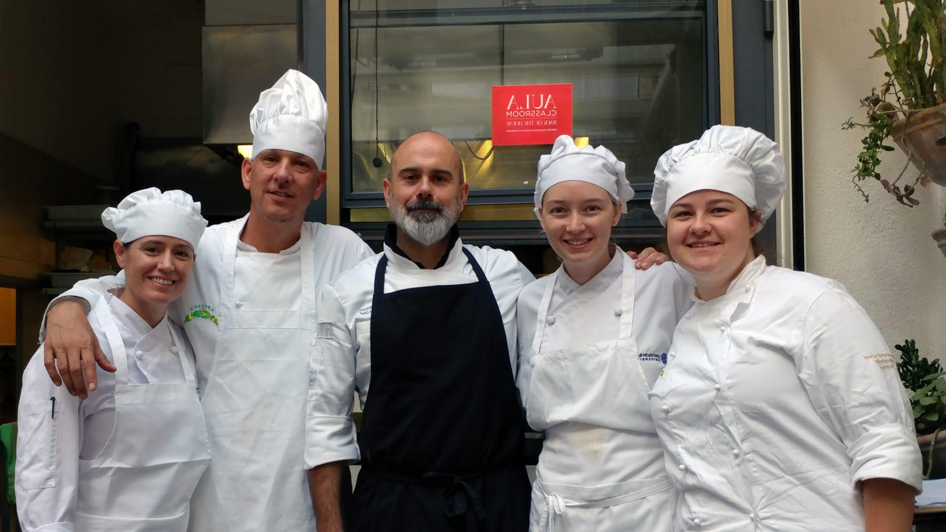 CQ9电子游戏 Denver student Kenny Sargent in Italy with fellow CQ9电子游戏 students Sarah Hegge, Cora Gaines and Kate Ethridge. (Chef Massimo Bocus in the center.)