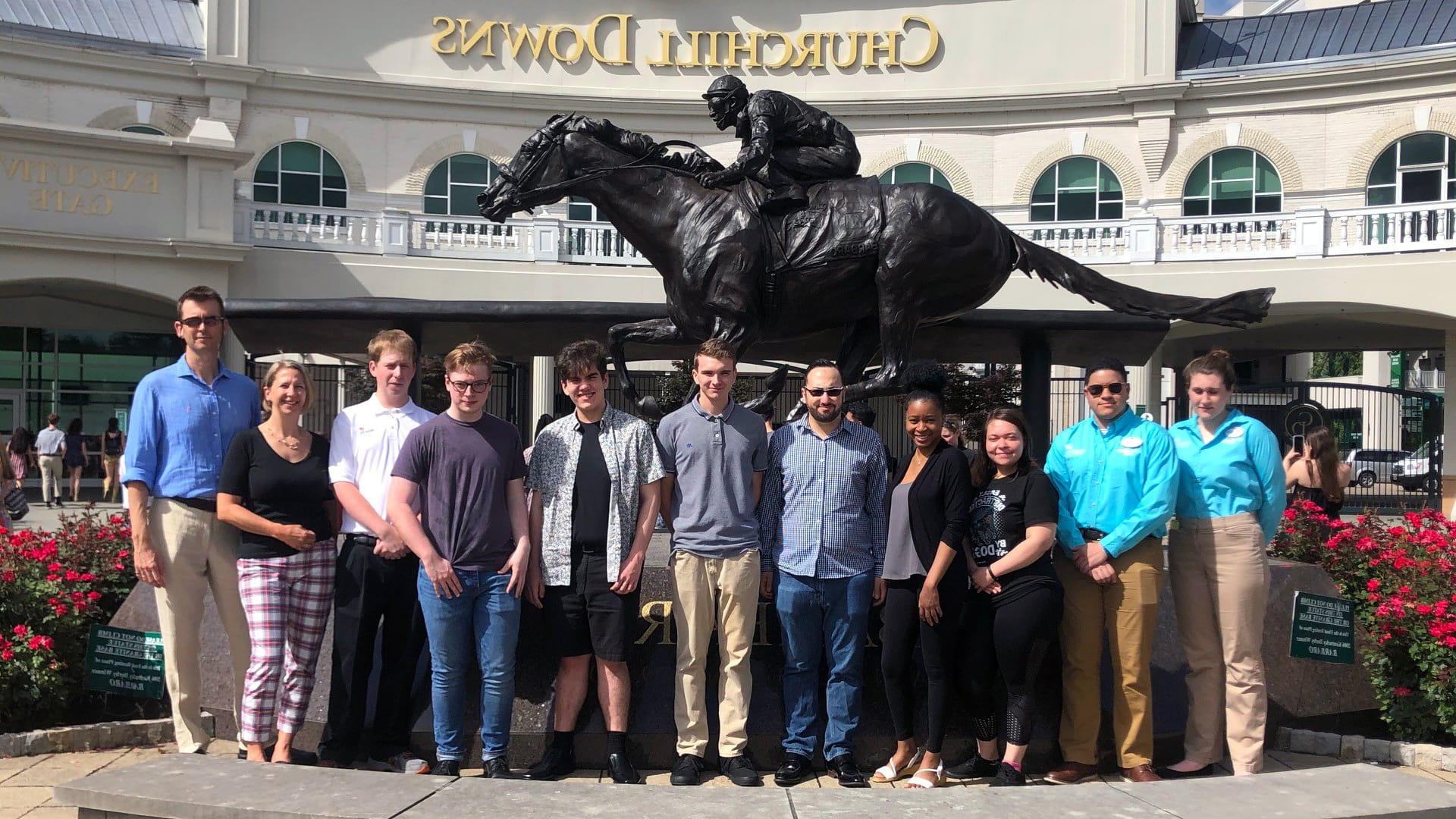 CQ9电子游戏's SkillsUSA attendees in front of Churchill Downs in Louisville, Kentucky.